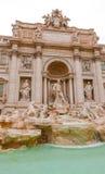 Известные фонтаны Trevi в Риме - огромной туристической достопримечательности Стоковое Фото