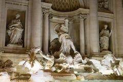 Известные фонтаны Trevi в Риме - Фонтане di Trevi - большая туристическая достопримечательность стоковые изображения rf