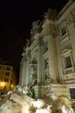 Известные фонтаны Trevi в Риме - Фонтане di Trevi - большая туристическая достопримечательность стоковые фотографии rf