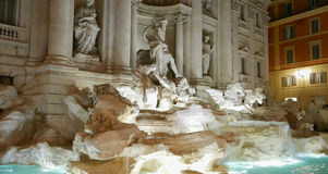 Известные фонтаны Trevi к ноча вызвали Фонтану di Trevi стоковые фотографии rf