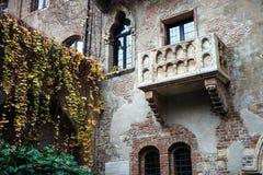 Известный балкон дома Juliet Capulet в Вероне, венето, Италии Стоковые Фотографии RF