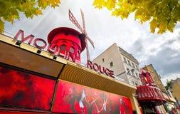 Известный дом кабара румян Moulin в Pigalle Париже Франции Стоковое Изображение