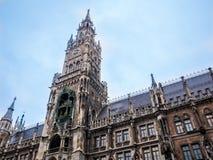 Известный здание муниципалитет на marienplatz, Бавария Мюнхена Германии ландшафта часы зимы сезона Стоковая Фотография RF