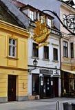 Известный золотой корабль подписывает внутри ` r GyÅ, Венгрию Стоковая Фотография