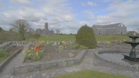 Известный ирландский ориентир ориентир, аббатство quin, графство Клара, Ирландия сток-видео