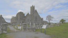 Известный ирландский ориентир ориентир, аббатство quin, графство Клара, Ирландия акции видеоматериалы