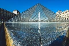 Известный Лувр, Париж, Франция стоковая фотография rf