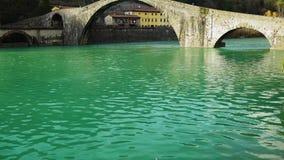 Известный мост Mary Magdalene как известно как мост дьявола в Италии, 4K видеоматериал