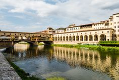 Известный мост Ponte Vecchio в Флоренсе, Италии Стоковые Фотографии RF