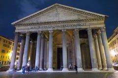 Известный пантеон в Риме - самая старая церковь в городе стоковая фотография rf