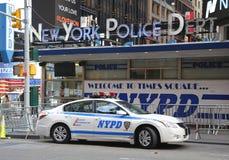Известный предел Таймс площадь NYPD в центре города Манхаттане стоковые изображения rf