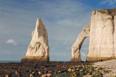 Известный пляж Etretat Стоковая Фотография