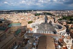 Известный St Peter & x27; s придает квадратную форму в Ватикане, виде с воздуха города Рима, Италии Стоковые Фотографии RF