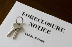Извещение о и ключи домашнего Foreclosure недвижимости законное стоковые фотографии rf