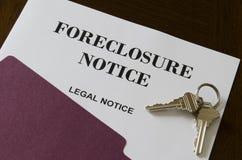 Извещение о и ключи домашнего Foreclosure недвижимости законное Стоковое фото RF