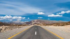 Извилистая дорога в зоне гор стоковые изображения