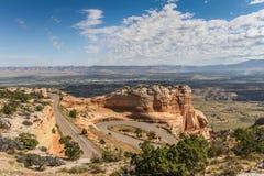 Извилистая дорога через национальный монумент Колорадо Стоковая Фотография
