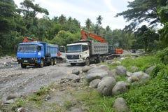Извлечение песка и гравия на Bansalan, Davao del Sur, Филиппинах стоковые изображения rf