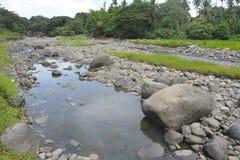Извлечение песка и гравия на Matanao, Davao del Sur, Филиппинах стоковое фото