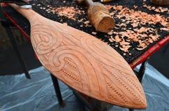 Изгибать маорийского оружия Taiaha традиционного деревянный Стоковое Изображение RF