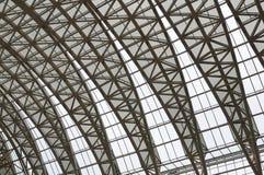 Изгибать ферменные конструкции крыши Стоковые Изображения