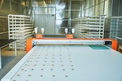 Изготовление стальных дверей стоковые изображения rf