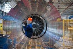 Изготовление стальных труб для подводного газопровода Стоковое Изображение RF