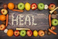 Излечите от фасолей и фруктов и овощей вокруг стоковые фото
