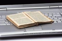 излишек компьютера книги старый Стоковые Фотографии RF