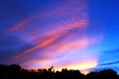излучает заход солнца Стоковое Изображение RF