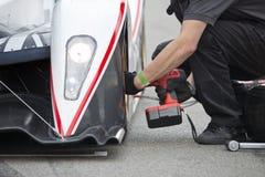 Изменение автошины во время pitstop Стоковое фото RF