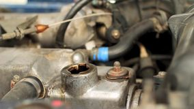 Изменение масла в автомобиле акции видеоматериалы