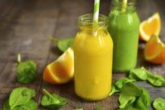 2 изменения smoothies фрукта и овоща Стоковое фото RF