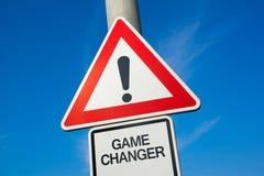 Изменитель игры - дорожный знак с восклицательным знаком предупредить, предупредить предосторежение стоковое изображение