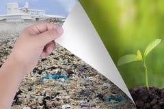 Измените мир с нашими руками От поллютантов к естественным ландшафтам или деревьям Воодушевленность для охраны окружающей среды и стоковое фото