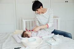 Изменять ворсистый ` s младенца стоковые фото