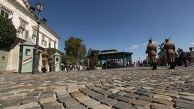 Изменять предохранителей венгерским президентским дворцом в районе замка Buda в Будапеште сток-видео