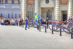 Изменять предохранителя около королевского дворца Швеция Стокгольм Стоковая Фотография