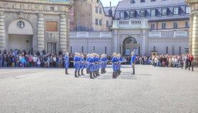 Изменять предохранителя около королевского дворца Швеция Стокгольм Стоковое Фото