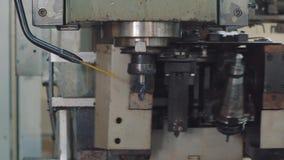 Изменять сверло на машине CNC сверля сток-видео