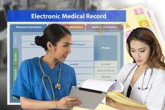 Изменять технологии медицинской истории от обработки документов к electro стоковые изображения