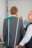 Измерения для портняжничанного костюма стоковые фотографии rf