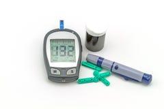 Измерен набор испытания метра содержания глюкозы в крови, значение уровня сахара в крови стоковые изображения