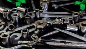 Измерять и механически ремонт автомобиля инструментов стоковое изображение rf