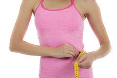 Измерять потери веса женщины Стоковая Фотография