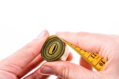 Измеряя лента в руке Стоковые Фотографии RF