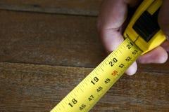 Измеряя лента в руке Стоковые Фото