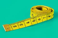 измеряя желтый цвет ленты Стоковые Фото