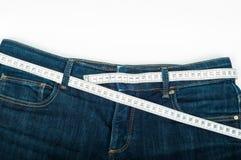 Измеряя джинсы стоковые изображения rf