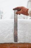 измеряя снежок Стоковое Фото